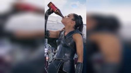 女武神也太潇洒了吧泰莎汤普森西部世界最后一个镜头她拖的是谁雷神