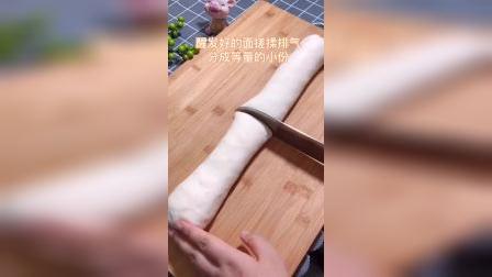 今天做了中国版汉堡包,最大方得体的白富美请忽略它脸上的麻子