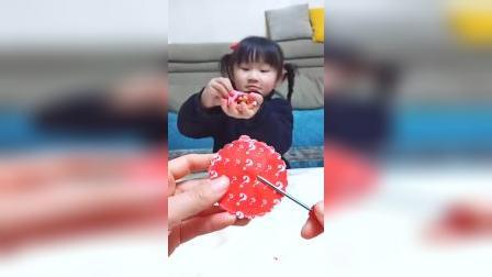 萌娃小萝莉:可儿拿了巧克力豆,妈妈呢