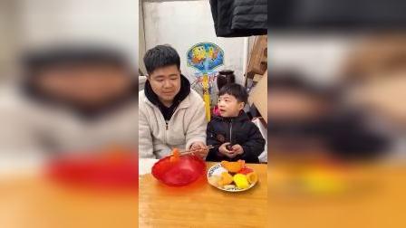 亲子玩具:妈妈你辛苦啦,我的都给你吃!