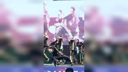 街舞大赛: 小哥哥帅气出演@新村舞蹈大赛