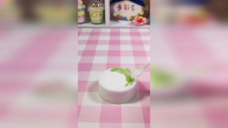 手工制作的生日蛋糕