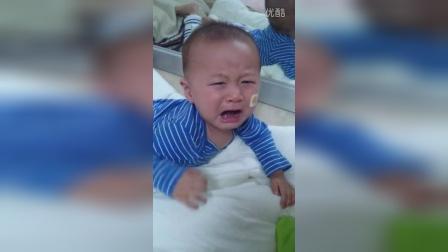 【冯导】可爱宝宝照镜子,玩的太嗨结果悲剧一头撞镜子好可怜呀