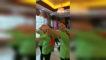 四十年同学聚会秀起舞蹈《火车向着韶山跑》同年回忆,同年的快乐!