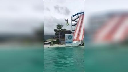 游泳馆冲浪太搞笑了