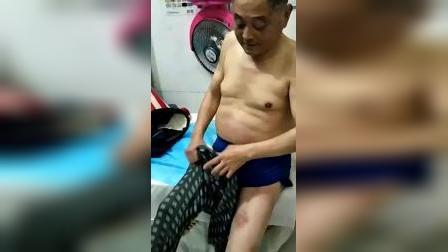 这位大叔是湖北省人!在早年出的车祸身受重伤,在大医院治疗后六年都不能行动