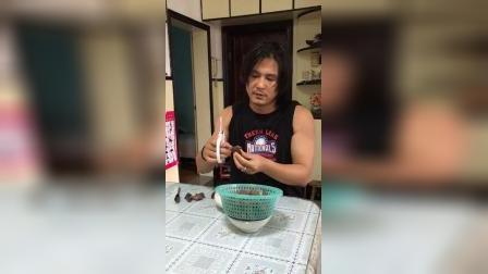 老男吃水乡菱角