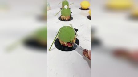 法式抹茶玫瑰慕斯,法式薄脆饼底,手工巧克力装饰饰件,零基础学生练习作品青岛法式西点烘焙甜品