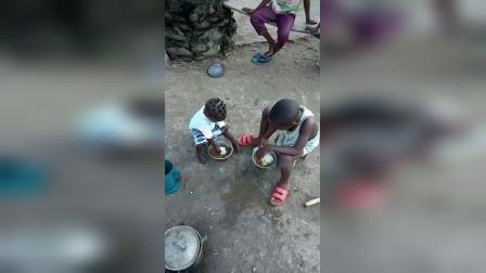 一夫多妻制的非洲孩子特别多 独立的特别早