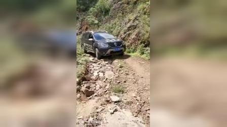 雷诺冒险家带你走悬崖边的碎石路,刺不刺激