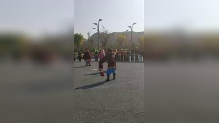 刘家峡第二届锅庄联谊会,巴桑老师一行的老师们展演
