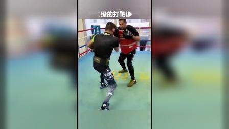 不愧是地球上唯一击倒过洛马琴科的男人!每一拳不仅快,而且相当扎实!
