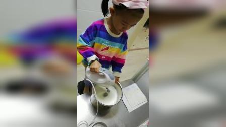 金金宝系列~今天做蛋糕