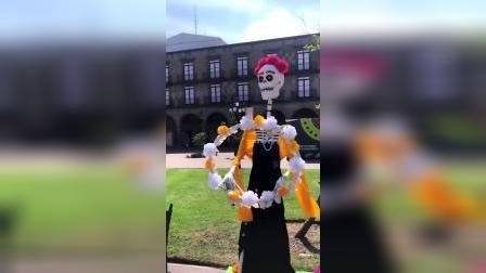 墨西哥小孩从小就不怕鬼呀、亡灵啊什么的~