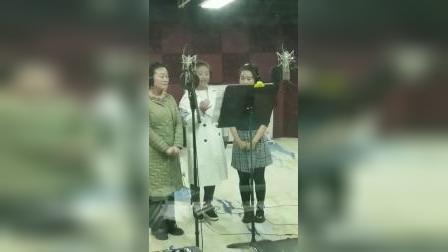 牛艳荣、李媛媛、梁雅晴演绎戏歌。