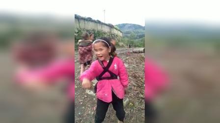 孩子们希望你们长大了走出大凉山。