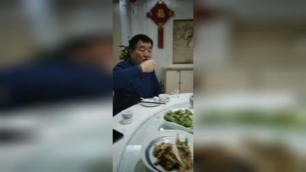 江改银感谢中国中药协会常务委员焦恒霖的盛情,与联合国世界科学技术院院长苏德忠等嘉宾相聚燕达国宾大酒店