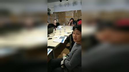 资深媒体人,时代名家总策划江改银应和信利展公司董事长朱凇勤之邀,出席医疗器械智能新产品座谈会采访