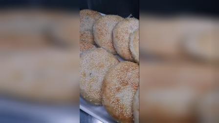 油酥烧饼,外酥里软,层次分明,平原孙大妈小吃培训学校