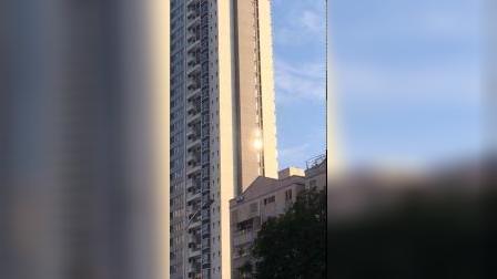 聚龙湾四栋在西面33层,后面东面双有4栋并排33层,这个效果下午才发现的,躲不掉的《除了下雨天》