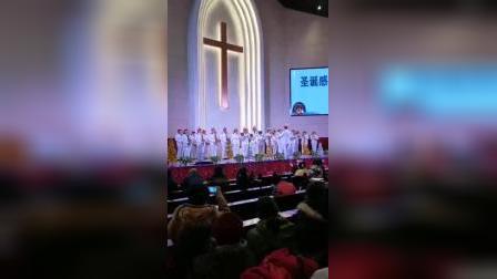 乐器三连奏。福佑中华、磐石、美哉羔羊。