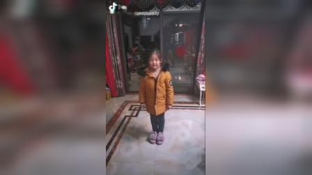 二(9)班柳柯彤把感恩舞蹈送给白衣天使