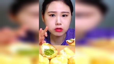 吃播:韩国大胃王吃奶油泡芙,两口一个很过瘾