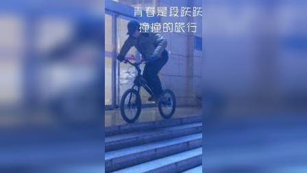 56岁大叔表演自行车上台介,挑战不可能.mp4