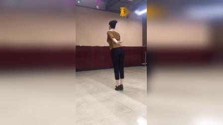 丰舞摆胯《女》
