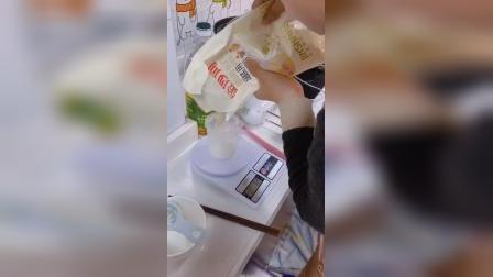 广场路小学白鹿洲校区 五(15)班 薛璨滨 《戚风蛋糕的制作》