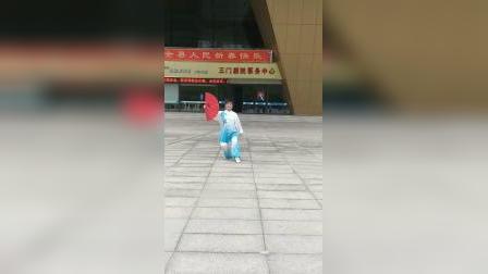 郑平老师演练太极功夫扇