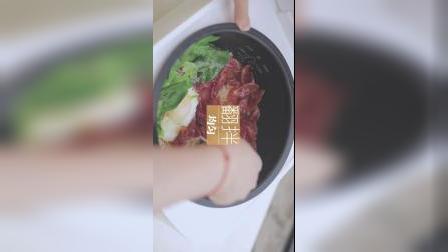 「厨娘物语」一个锅就能搞定的好多腊肠焖饭,色香味俱全,比外面买的还好吃,懒人必备哟