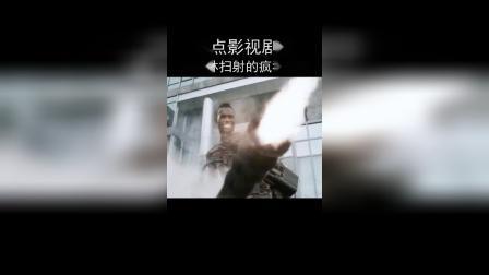 荧屏中加特林扫射的疯狂时刻:强森拿它打飞机