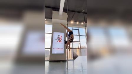 长沙舞蹈学校长沙爵士舞钢管舞小景舞蹈室课堂钢管技巧片段