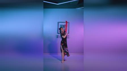 你小心,这一舞便倾倒众生,旗袍东方舞《处处吻》女人的成熟魅力