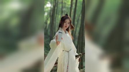 #月白天青 皎洁的白面板,温润的陶瓷机身,恰如竹林的美人,柔,韧!
