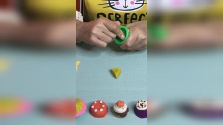 手工小甜点来啦,DIY西瓜杯子蛋糕,竟然是黄色的西瓜瓤