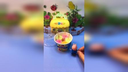 乔治买了五个冰激凌,吃冰激凌的时候没有叫猪爸爸,结果被猪爸爸发现了!