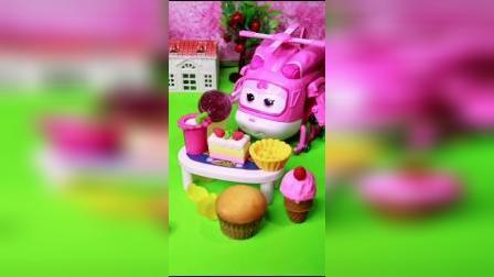 超级飞侠小爱开了一家美食店,小爱店里卖蛋糕和糖果,还有很多好吃的