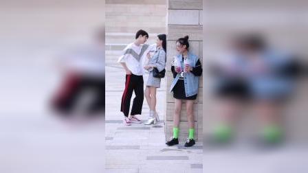 亲眼看到男友移情别恋,马甲小姐姐你脱绿袜子是什么意思嘛街拍穿搭抖音星发现