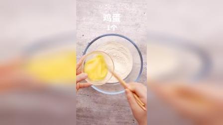 简单粗暴的玉米发糕做法,不揉面,搅一搅,蒸一蒸就行啦,松软又香甜!
