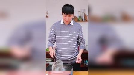 给老婆做了最爱吃的干锅土豆片,老婆一口气吃了两碗米饭,真香