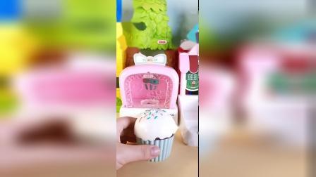 佩奇玩具:做杯子蛋糕玩具