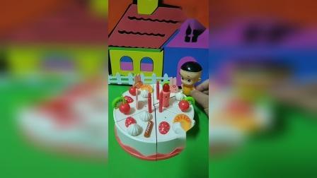 大头过生日想要一个大蛋糕,小仙女帮助大头,她变出了大蛋糕