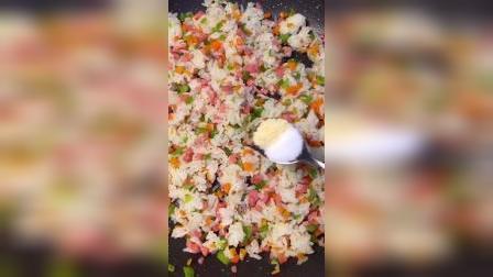 剩米饭这样做,宝宝吵着吃不够
