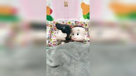 趣味玩具:大头的妈妈不让大头蹬被子,妈妈睡着大头蹬被子了吗?