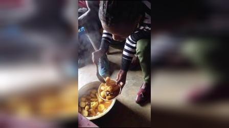 非洲第一美食土豆炖香蕉非洲生活美食便宜好吃不胖_DY
