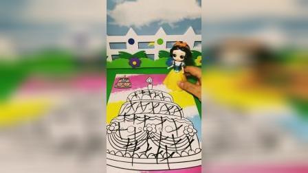 白雪给王后准备生日蛋糕图片,贝尔嫉妒在图片上乱画,王后请白雪吃大餐!