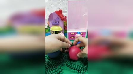 小猪佩奇玩具:猪爷爷猪奶奶发泄球pk赛,谁做的好?