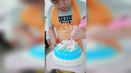蛋糕师的手艺真是厉害啊,一条龙盘在蛋糕上,你们有见过吗